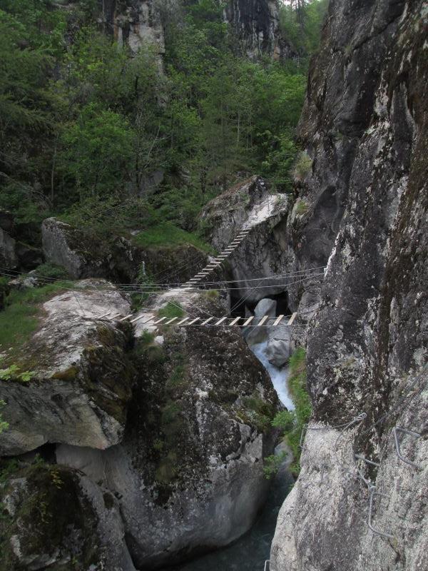 Gorges d'Ailefroide: pelvouxlesclaux017.jpg